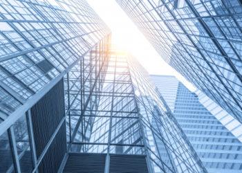 edificios-modernos-oficinas-centro_1137-439